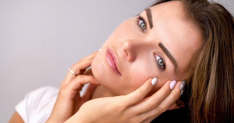 Helfen Sie Ihrer Haut die Zeichen der Zeit und des Lebensstils zu bekämpfen